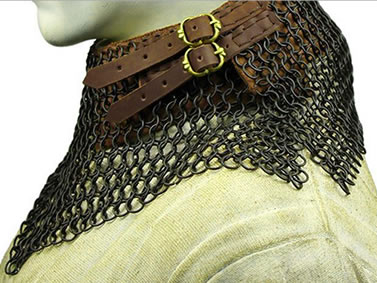 The side view of chainmail collar: a black coating chainmail collar with two brown leather straps.