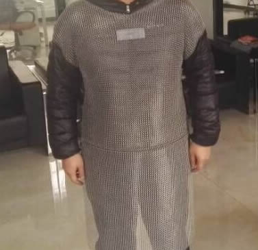 A person is wearing a short sleeve chainmail shirt with black pad cloth.